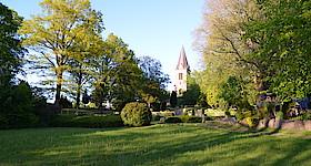 Freiluft-Gottesdienst auf der Wiese